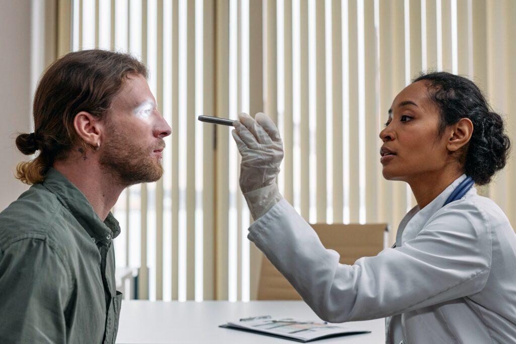 Exame oftalmológico para diagnostico da retinopatia diabética.